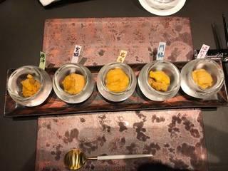 季節の生雲丹の食べ比べ