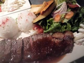 豚のグリル・オニオンとマッシュルームのソース