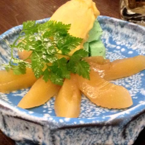 杏露酒につけ込んだ白桃とミントのパルフェ