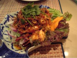 辛いタイの海鮮サラダ