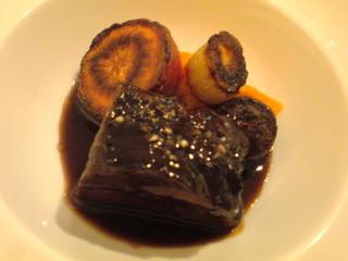 和牛ホホ肉の赤ワイン煮
