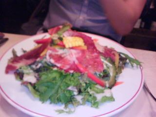 バイヨンヌ生ハムとチーズのたっぷりサラダ