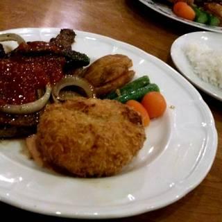 牛肉のメキシカンソースとカニクリームコロッケ