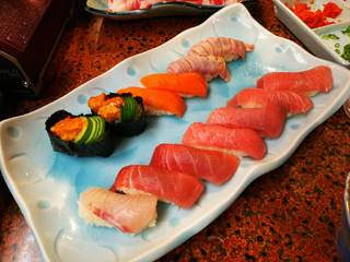 食べ放題の握り寿司