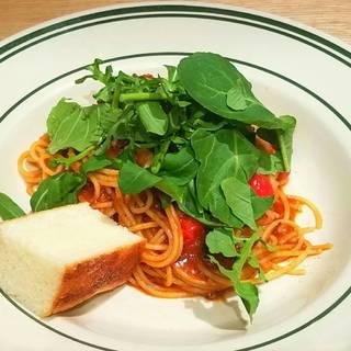 国産牛のバラ肉を4日かけて柔らかく煮込んだビーフシチューのスパゲッティー