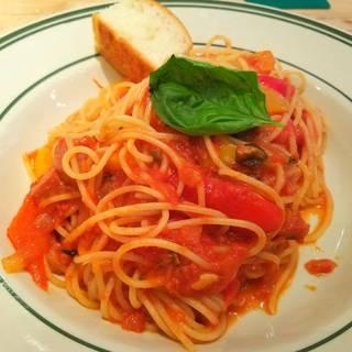 たっぷり野菜と自家製チョリソのスパイシートマトソーススパゲッティ