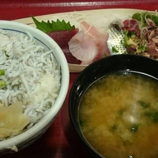 釜揚げシラス丼とお刺身定食