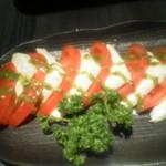 完熟トマトと熟成チーズのカプレーゼ