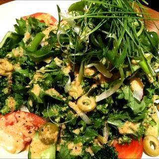 自家製ドレッシングで食べるグリーンサラダ