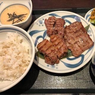 牛タンの三種盛り定食