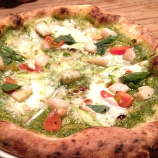 帆立のジェノベーゼソースピザ