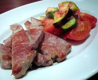 赤城山豚肩ロースのロティと夏野菜のアンダルシア風