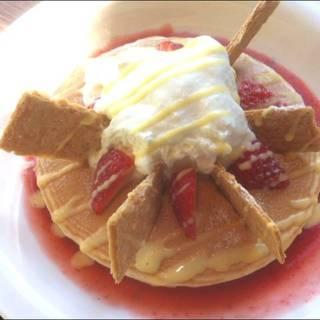 イチゴのミルフィーユパンケーキ