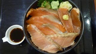 サーモンづくし丼