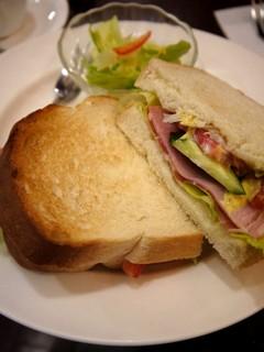 Wハムとジューシー野菜のサンドランチ