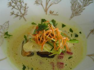 カサゴのフライ ムール貝のスープ サフラン風味