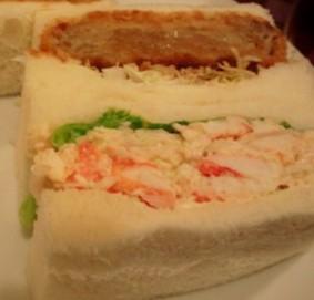 たらば&メンチカツのサンドイッチ