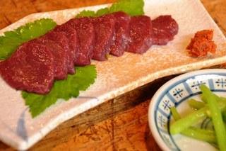 サクラ肉の刺身