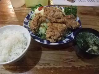 鶏の唐揚げサラダ定食