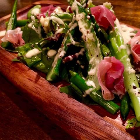生ハムと青野菜のサラダ