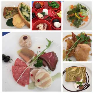 お食い初め御膳+鯛のお頭付き塩焼きコース料理(一人3240円)デザート・ドリンク付き