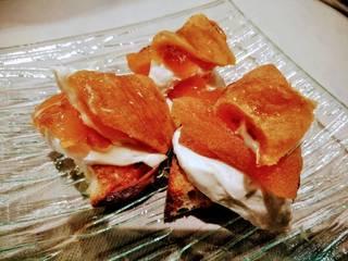 ゴルゴンゾーラチーズとあんぽ柿のクロスティーニ