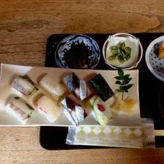 季節の押し寿司