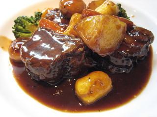 和牛肉と季節野菜の赤ワイン風味やわらか煮込み
