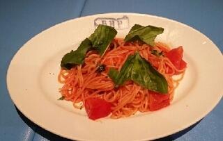 フレッシュトマトとフレッシュバジルのスパゲッティ