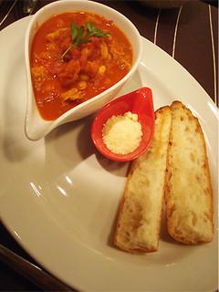 トリッパと白インゲン豆のトマトカレー煮込み