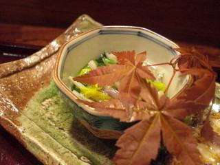 菊花、青葉、ゆきのしたの酢の物