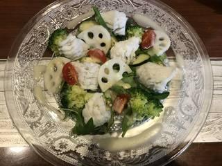 鱧と季節野菜のサラダ 新玉のドレッシング
