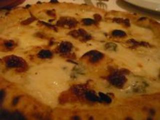 熟成イタリア産チーズのピッツァ