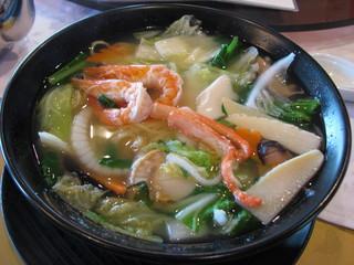 奈良の菜っ葉と海鮮の汁そば