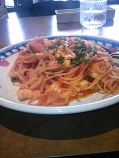 トマトとモッツァレラチーズのパスタ