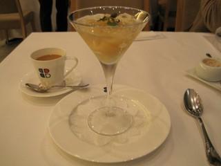 洋梨のコンポートとレモングラスのジュレ