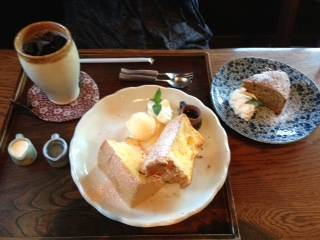 焼きシフォンケーキとドリンク