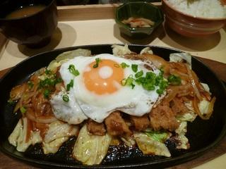 大戸屋風チキンカツレツ 特製和風デミソース定食