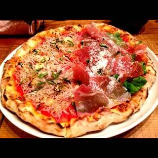 しらすのピザ と 生ハムとルッコラのピザ