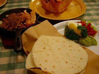 牛肉とチキンのファヒータ