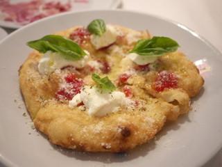 ナポリのもちもちあげピッツァ