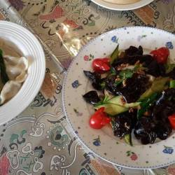 きくらげと挽肉炒め、羽根つき焼餃子、エビチリソース炒め等が絶品だった!