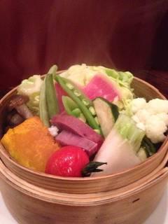 季節の蒸野菜バーニャカウダー