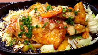 本場韓国産キムチと熟成豚ロースのキムチ炒め定食