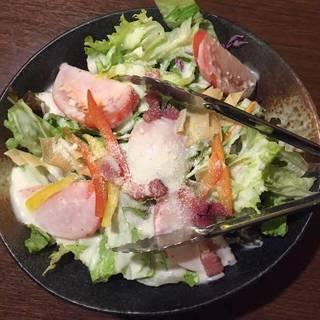 有機野菜と温泉玉子のシーザーサラダ