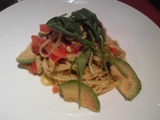 完熟トマト・アボカド・紫蘇の冷製スパゲッティ