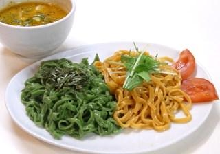 ほうれん草とトマトつけ麺