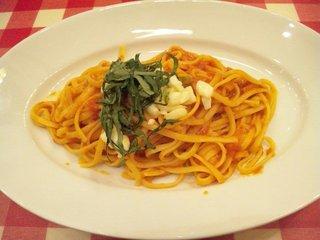 バジルとモッツァレラチーズのトマトソース