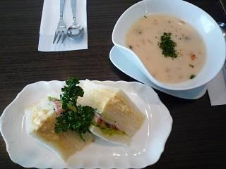 スープとサンドイッチのセット