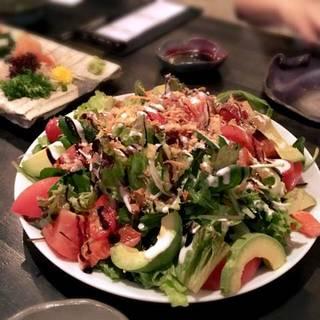 サーモンとアボカドのサラダ